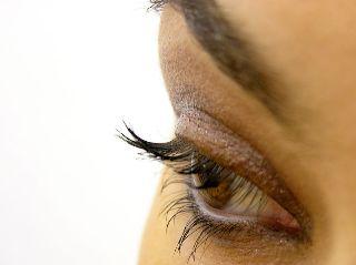 Les techniques de maquillage des yeux noisettes