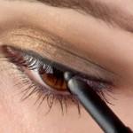 Mettre ses yeux en valeur avec eyeliner