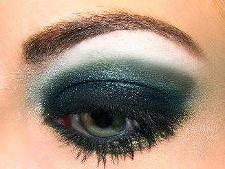 Comment réaliser un maquillage yeux smoky ?